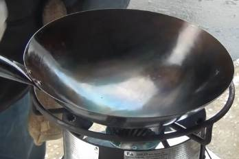 How to Season a Wok: The Ultimate Guide